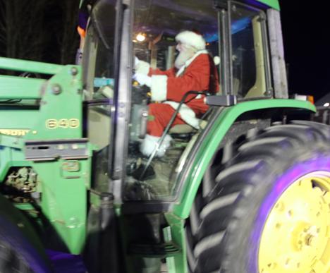 Tractor parade highlights Morris tree lighting
