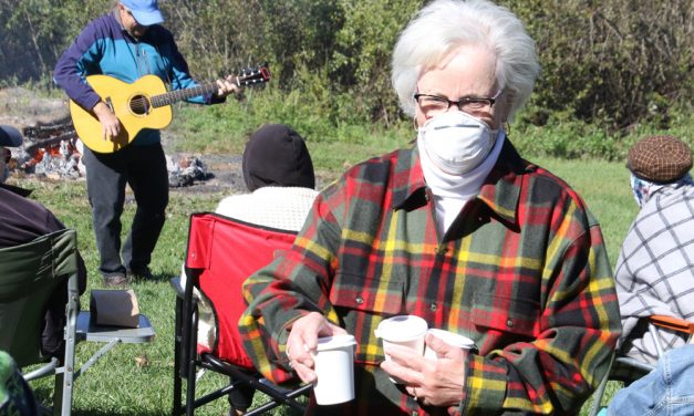 Seniors enjoy bonfire concert in Morris